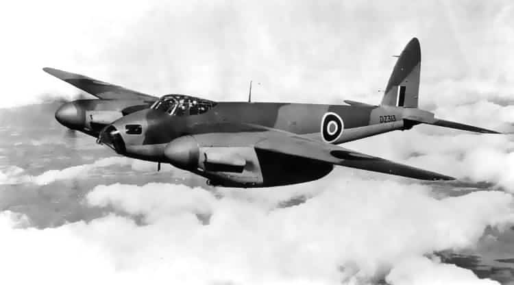 deHavilland twin-seat DH.98 Mosquito flying